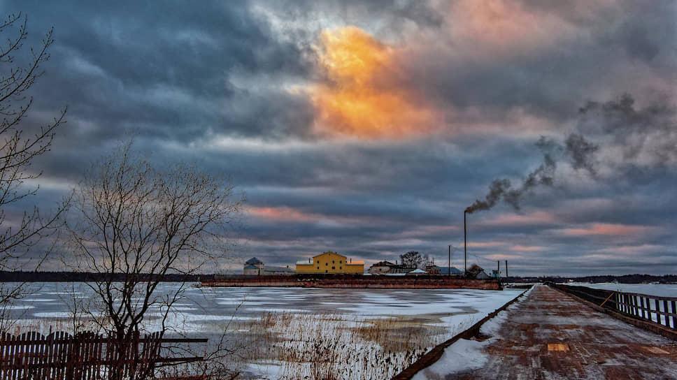 По этому мосту в фильме «Калина красная» герой Василия Шукшина идет на свободу. Большая часть заключенных Огненного из колонии не выйдут никогда
