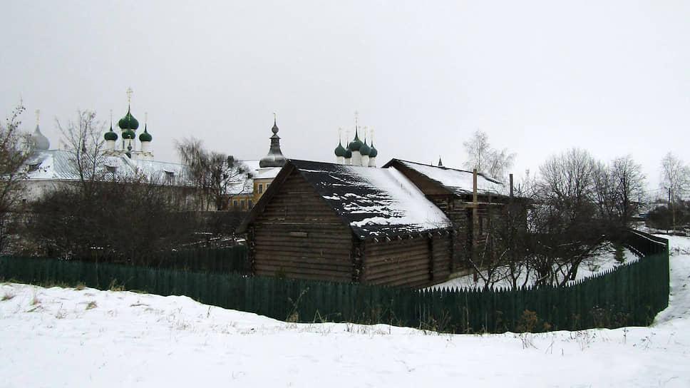 Этот самострой в охранной зоне Ростовского кремля его хозяин пытался выдать за… этнографический музей