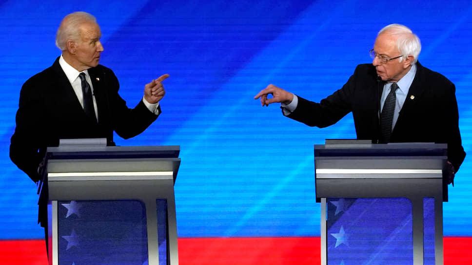 Два пожилых демократа — Джо Байден (слева) и Берни Сандерс — на дебатах перед праймериз в Нью-Гэмпшире
