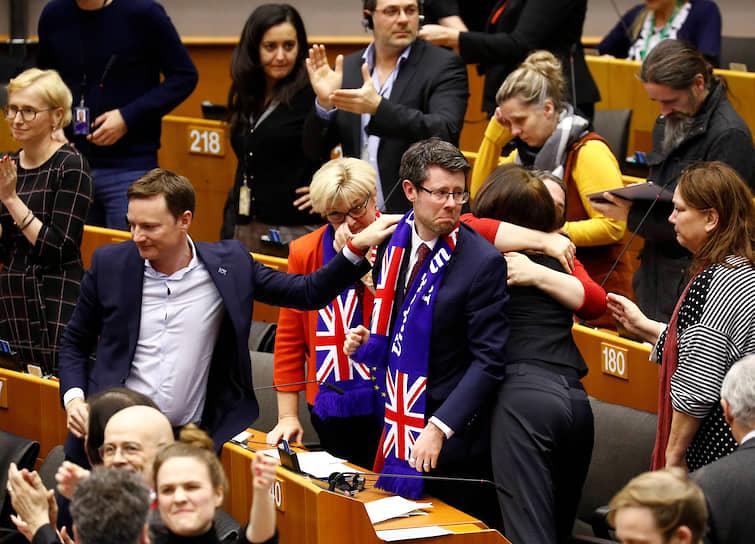 Европарламент прощается со своими британскими депутатами: трудно сказать, кто больше расстроен
