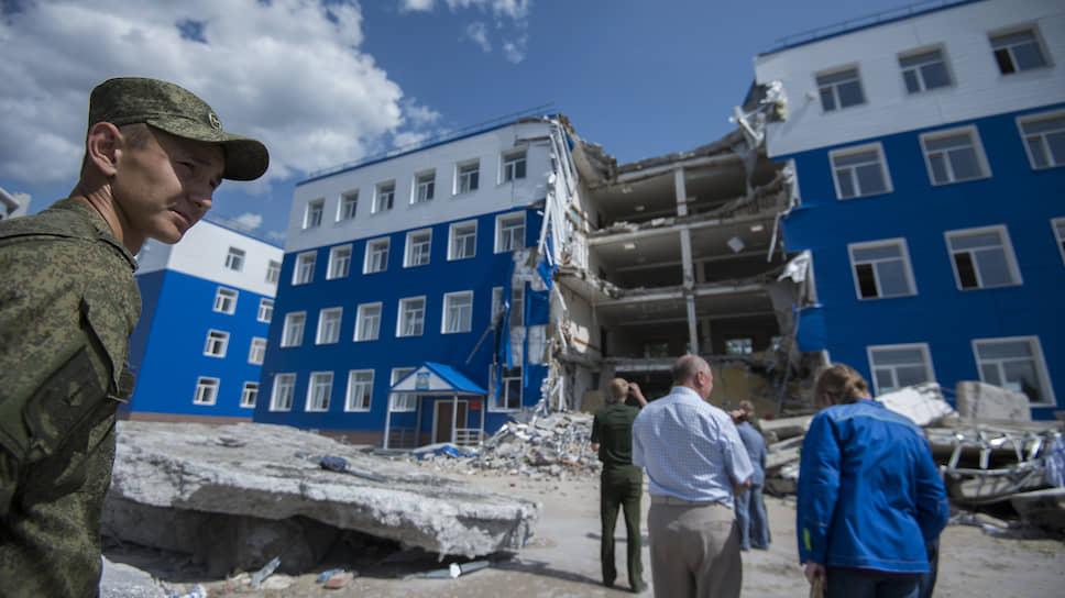 Трагедия лета 2015-го — обрушение казарм в учебном центре под Омском (24 солдата-срочника погибли, 21 попал в больницу). Суды идут до сих пор