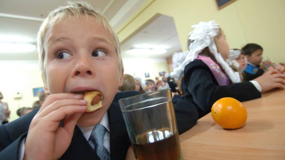 А некоторым школьная еда нравится. Вспоминает же старшее поколение булочки с изюмом из школьной столовой