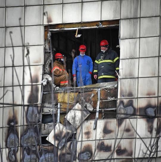 После трагедии в кемеровском ТЦ «Зимняя вишня» (погибли 37 детей) юристы поставили вопрос о компенсациях в 50 млн за жизнь ребенка. Решение суда ожидается летом