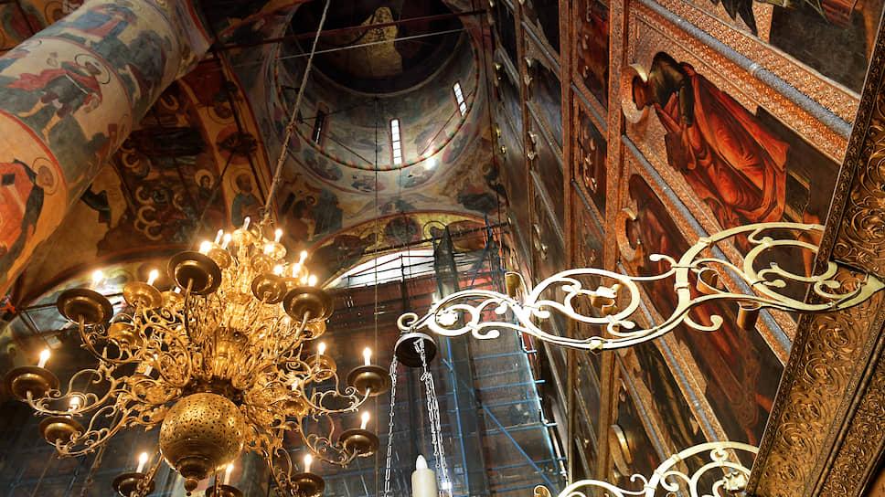 Итальянский архитектор Аристотель Фиораванти, которого в далеком XV веке привлекли к возведению собора, сделал храм единым открытым пространством
