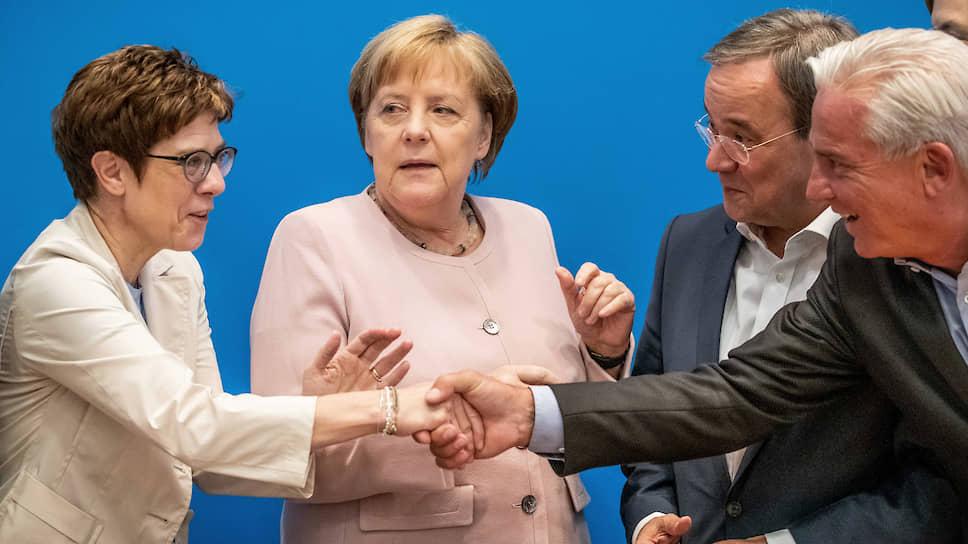 В руководстве христианских демократов улыбки не скрывают растерянности. Аннегрет Крамп-Карренбауэр (слева) уже объявила, что не будет председателем ХДС