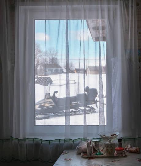 Снегоход — самый распространенный транспорт у варзужан. Только на нем возможно проехать по заметенным дорогам