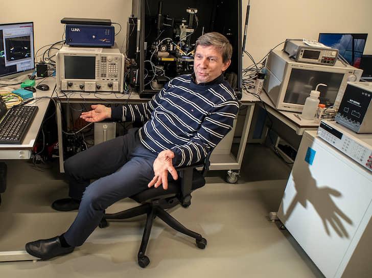 Владимир Драчев — один из ведущих мировых специалистов в области плазмонных наноструктур и метаматериалов для биомедицины и наноэлектроники