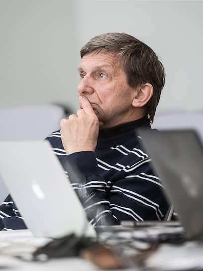 Владимир Драчев родился в Новосибирске. В 1995 году получил докторскую степень по экспериментальной физике в Институте физики полупроводников и Институте автоматики и электрометрии СО РАН