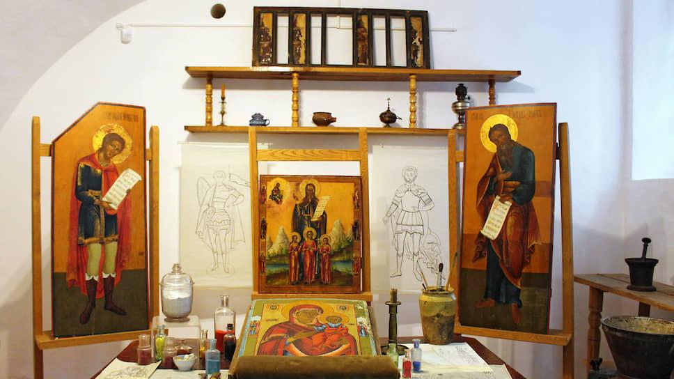 Последний ветковский иконописец Григорий Рогаткин умер в 1960-х. Детей у них с супругой не было. Секреты мастерства по наследству никому не перешли