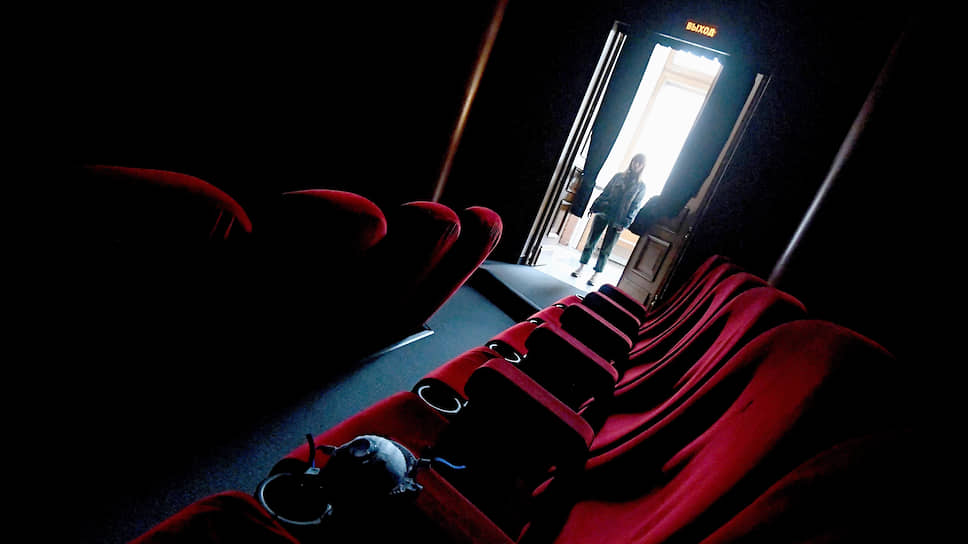 Не исключено, что, придя в кинотеатр после карантина, зритель не обнаружит там ни одного фильма