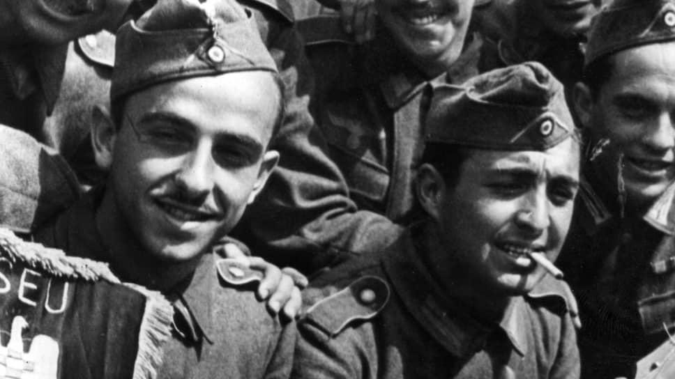 Испанско-фашистские добровольцы по дороге на русский фронт. Через эту «Голубую дивизию» прошли 47 тысяч. Больше всего им досталось под Ленинградом