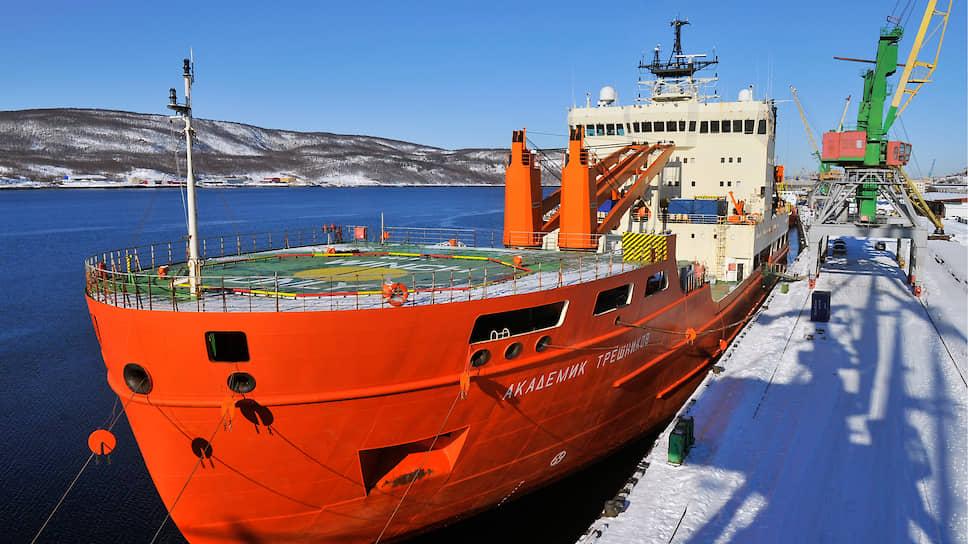 Прошлогодняя полярная экспедиция научно-исследовательского судна «Академик Трёшников» теперь кажется безоблачной. На фото — корабль в порту Мурманска