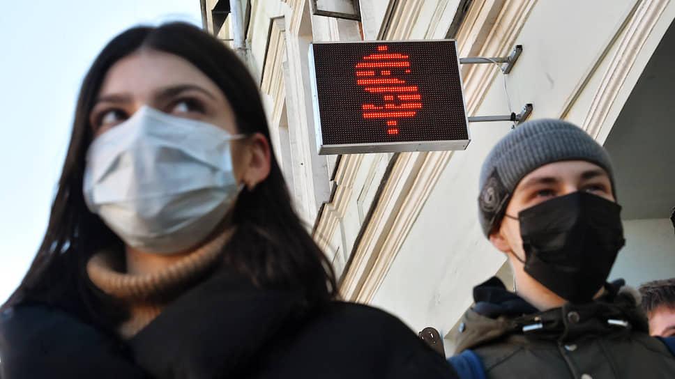 Две беды — вирус и падение национальной валюты — нанесли объединенный удар по экономике