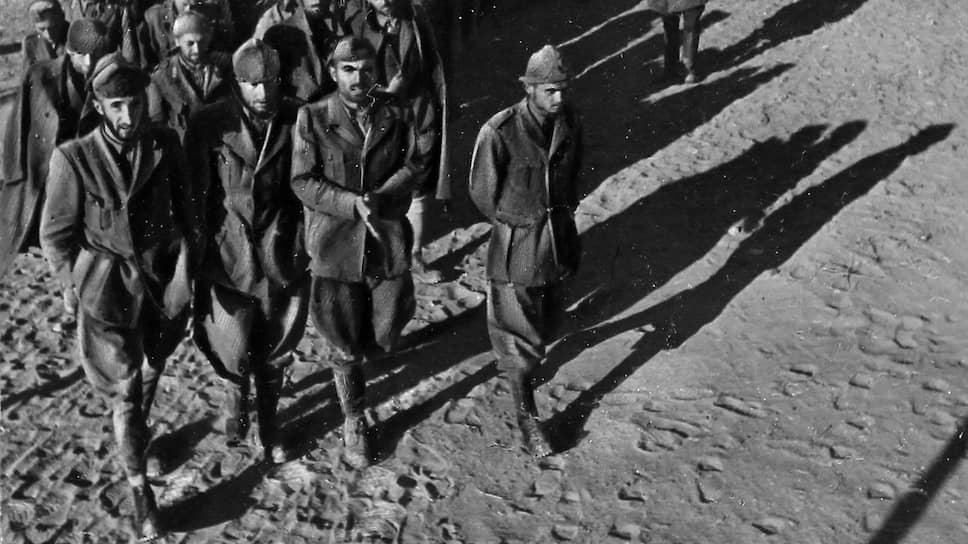 Ну, а это уже Сталинград. После этого разгрома (на фото — итало-фашистские части) немцы на союзников фактически не рассчитывали