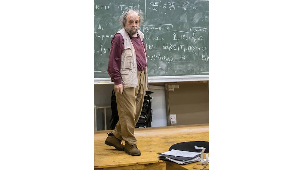 Профессор Замолодчиков относит себя к старой советской школе физиков, для которых наука — это образ жизни