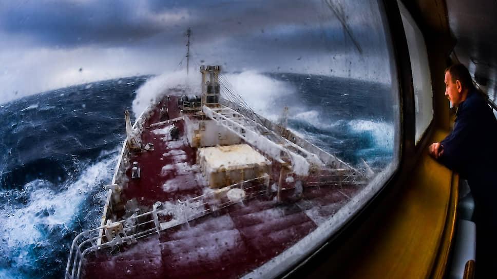 Несмотря на значительную удаленность, Антарктида остается предметом научного интереса большинства стран. Исследовательское судно ?Адмирал Владимирский? во время шторма в районе острова Росса