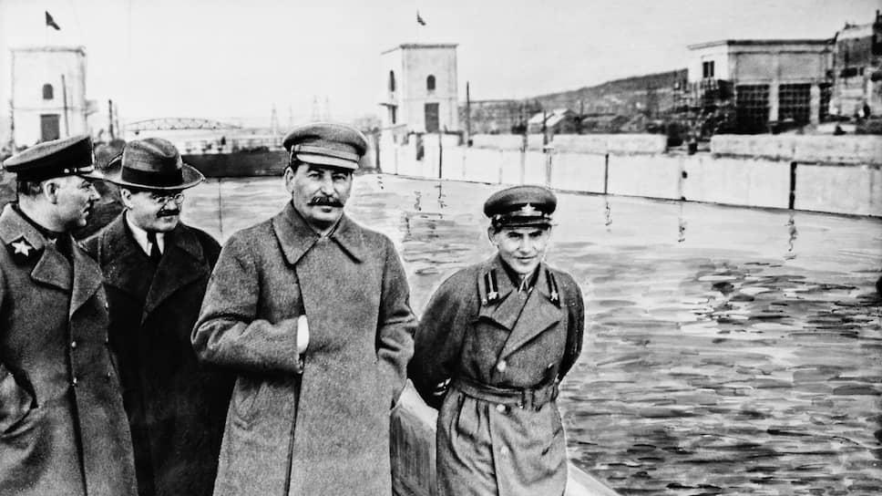 Для советского военно-политического руководства тройки были эффективным инструментом. На фото слева направо: Ворошилов, Молотов, Сталин, Ежов
