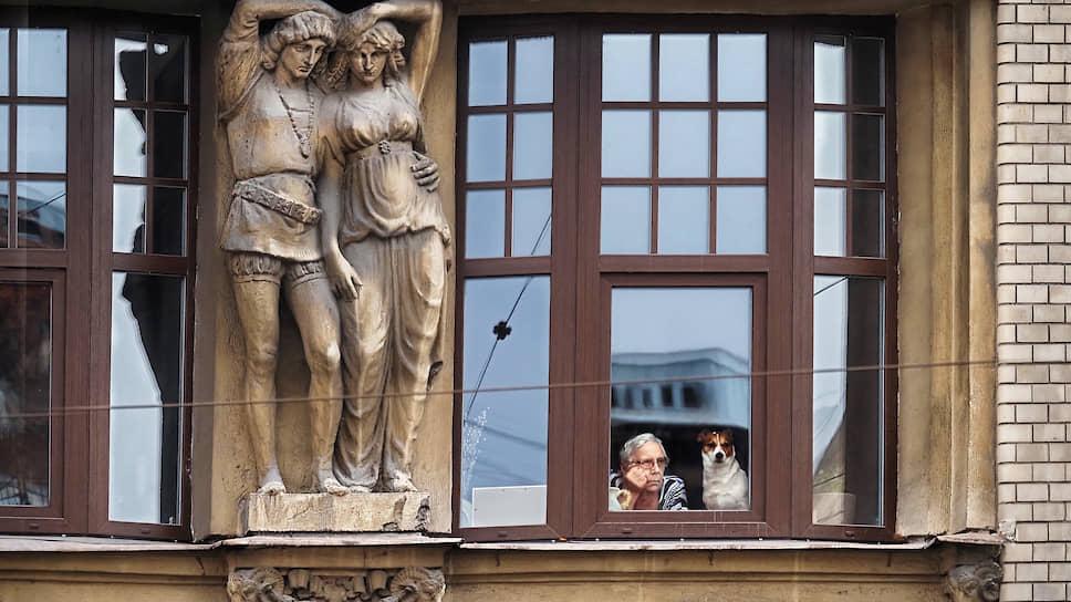 Как Петербург впервые встречает белые ночи без гостей