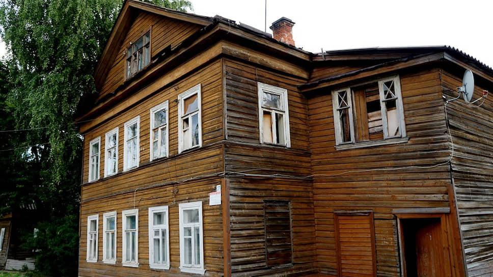 Пока в ночь на 17 мая пожарные тушили деревянные казармы на окраине Новой Ладоги, в центре вспыхнул дом Шабанина, спасти его не успели