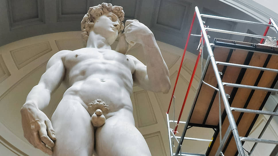 Чистка Давида перед открытием Галереи Академии