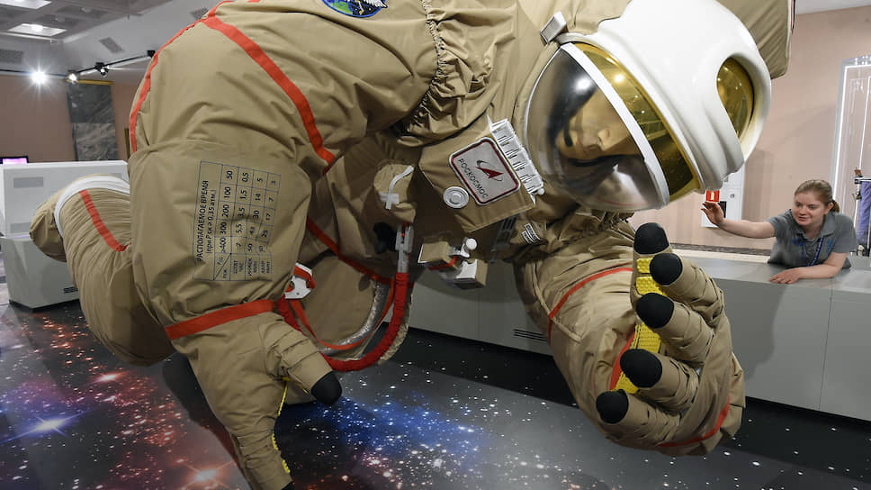Экспонат космического павильона на ВДНХ. Былые успехи впечатляют, но надо добиваться новых
