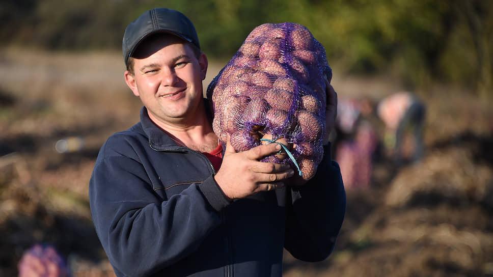 Андрей Василюк рассказывает, что фермерам приходится идти на уловки, чтобы обеспечить хозяйства водой для полива
