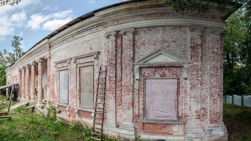 Усадьба Никольское-Урюпино, которую обещала спасти министр культуры, всего лишь один из нескольких десятков национальных шедевров первой величины, которые нужно срочно спасать