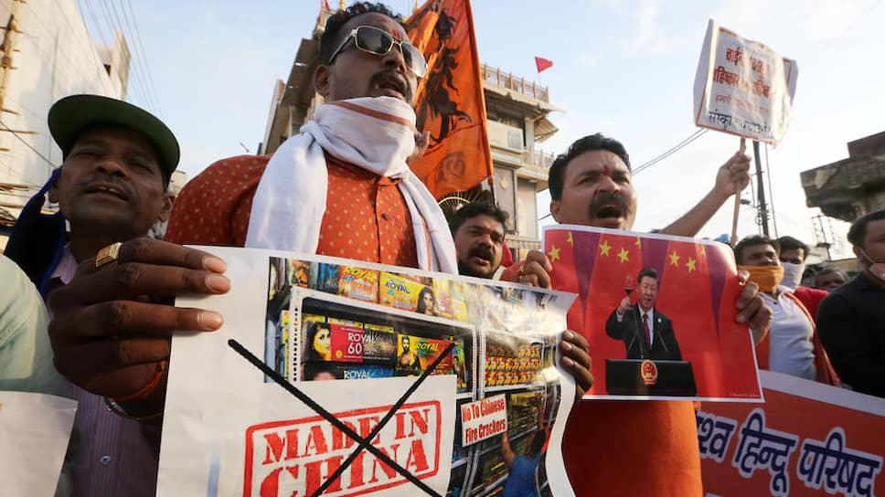 Возмущенные пограничным противостоянием в Гималаях индийцы требуют отказаться от китайских товаров. А политологи предупреждают: если всерьез начать военные действия в экономике, победителей не будет
