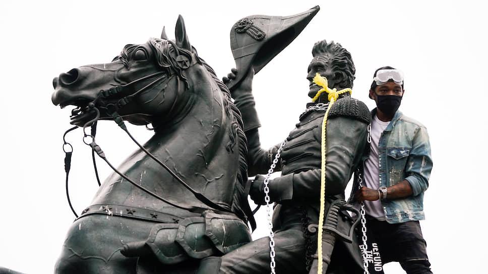 Как антирасисты воюют с памятниками