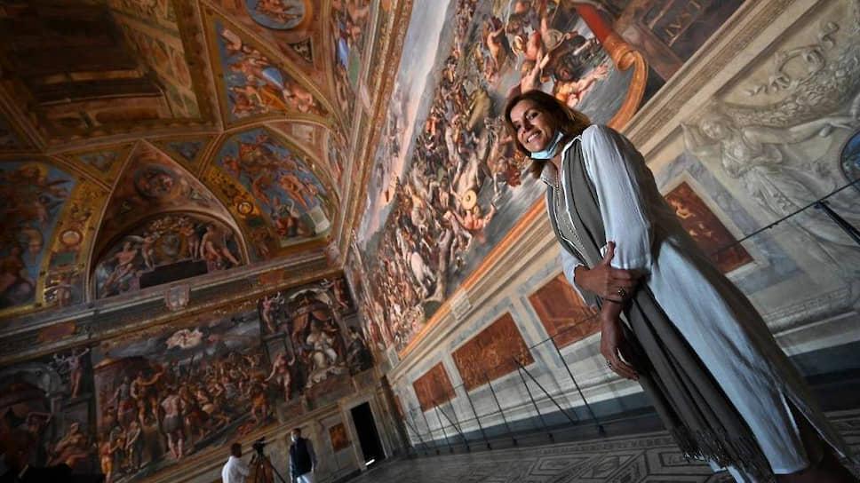 Директор папской сокровищницы Барбара Ятта (на фото) пригласила журналистов одними из первых пройти по залам