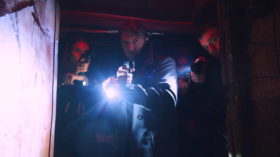 Мрачная действительность в «Водовороте» не более чем фон для комиксовой эстетики (кадр из сериала)