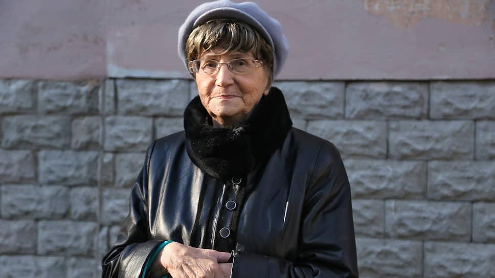 Вдова писателя Ольга Сергеевна считает, раз муж решил не публиковать пьесу про бога, значит, и не нужно