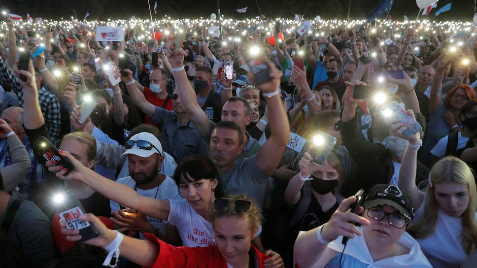 Митинг, собранный оппозицией в Минске 30 июля, стал рекордным по масштабам за последние годы — поддержать альтернативных кандидатов пришло более 34 тысяч человек