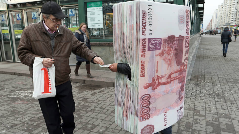 Россияне берут новые кредиты, чтобы погасить старые. Это прямой путь к психологической и финансовой зависимости