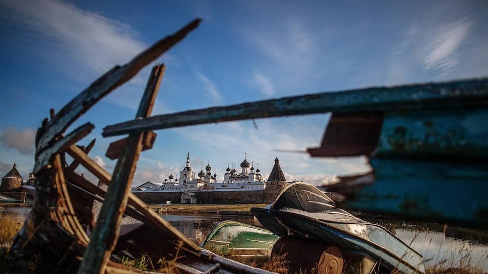 Это они занимаются реставрацией Соловков, исторических памятников Москвы и Северной столицы