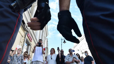 Борьба за отжившие идеалы  / Уличные протесты как язык современной демократии