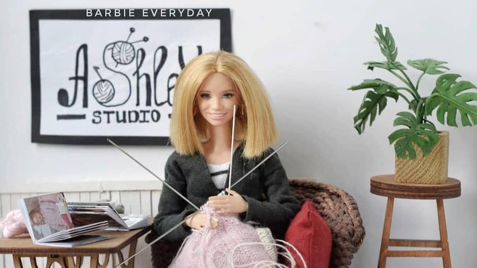 «Барби, которая вяжет» — так представляет свою страничку Анастасия Линина