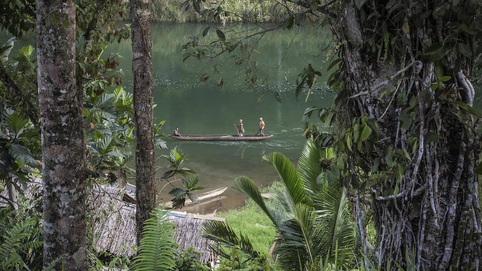 Каноэ — самый популярный способ передвижения по озеру Кутубу