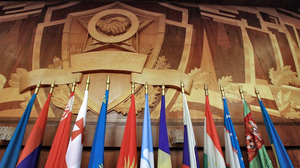 Протокольная демонстрация флагов на официальных союзнических мероприятиях вовсе не означает реальную сплоченность их участников