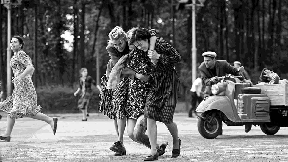 Андрей Кончаловский в своей картине пытался максимально близко передать дух 1960-х (кадры из фильма «Дорогие товарищи!», 2020 год)