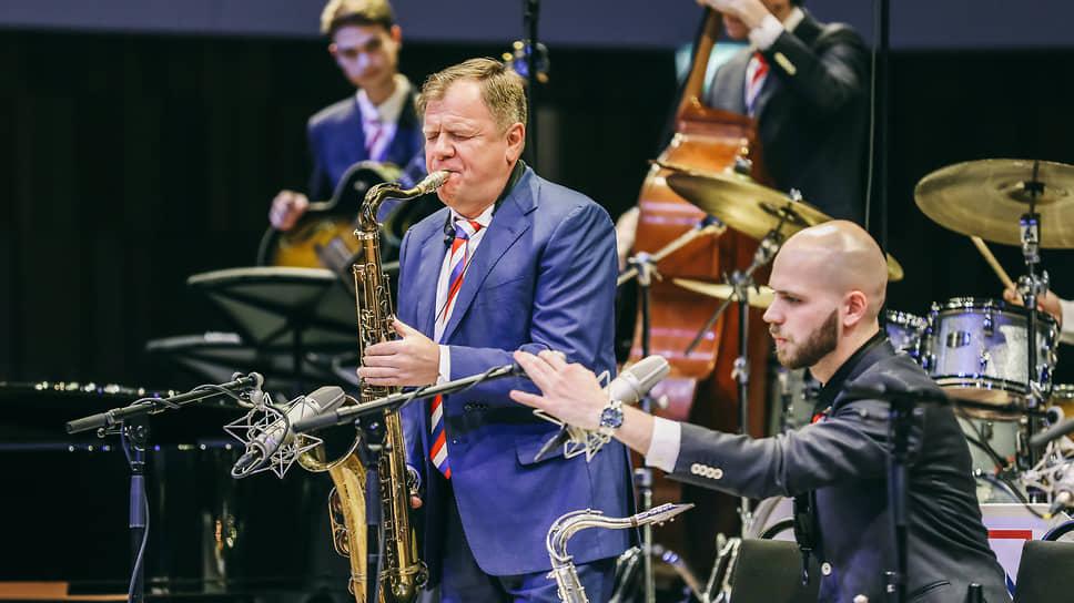 Откроет фестиваль Brass Days концерт Игоря Бутмана (в центре)