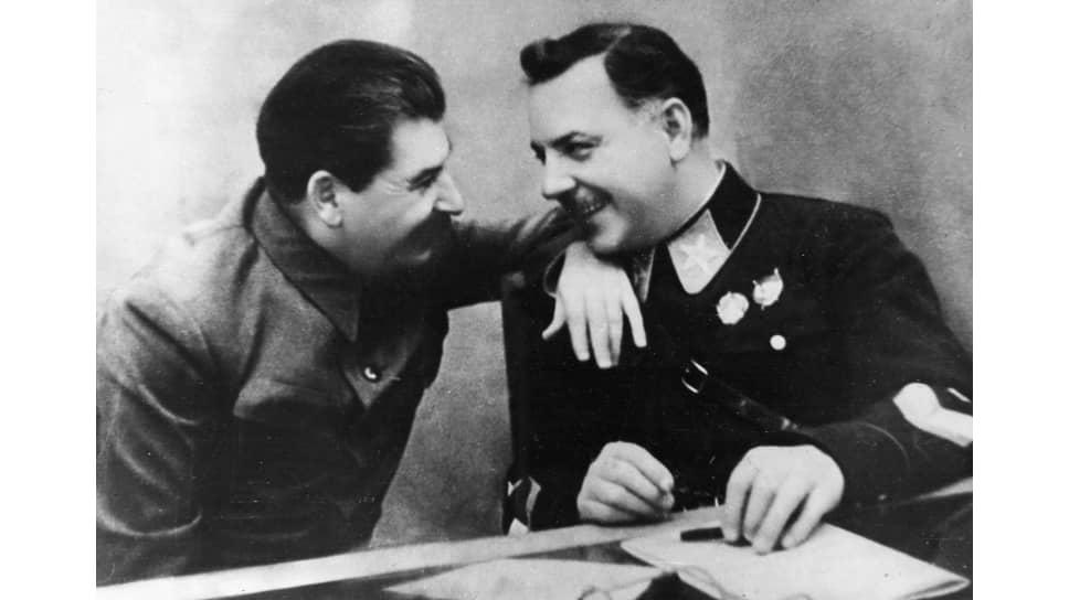 Сталин и маршал Ворошилов. Любимый вождем политрук, назначенный военачальником