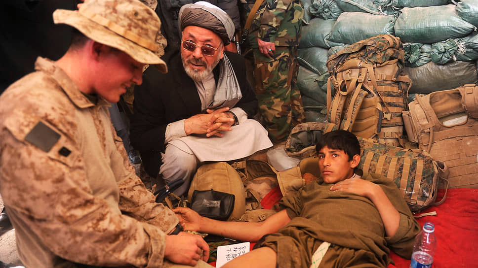 Карим Халили — влиятельный шиитский афганский политик, занявший даже пост вице-президента страны при Хамиде Карзае. А еще он координирует направление в горячие точки вооруженных бойцов-хазарейцев