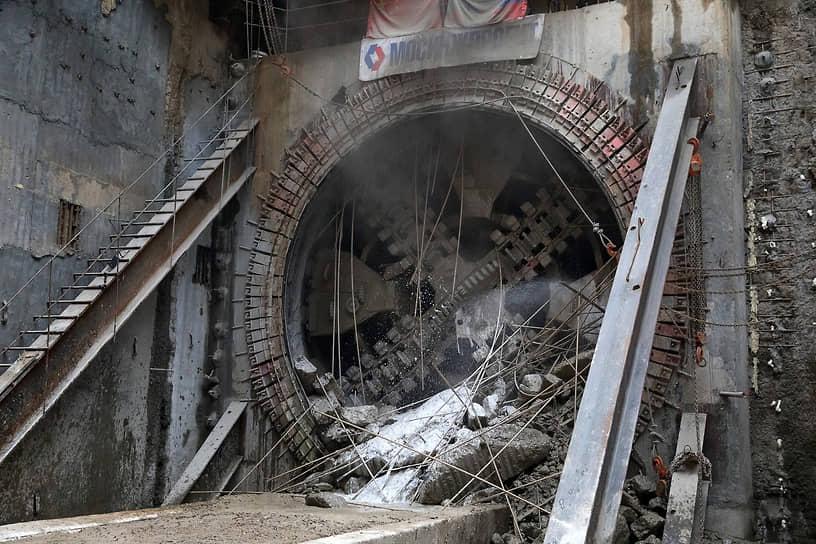 Выход 6-метрового щита «Мария» из тоннеля у станции «Аминьевское шоссе»