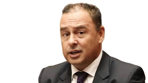 Марк Браун, премьер-министр Островов Кука  / Властолюбивый