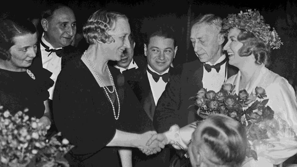 «Есть нечто незыблемое, всех нас объединяющее: свобода мысли и совести, то, чему мы обязаны цивилизацией,— сказал Иван Бунин при получении Нобелевской премии в 1933 году.— Для писателя эта свобода необходима особенно»