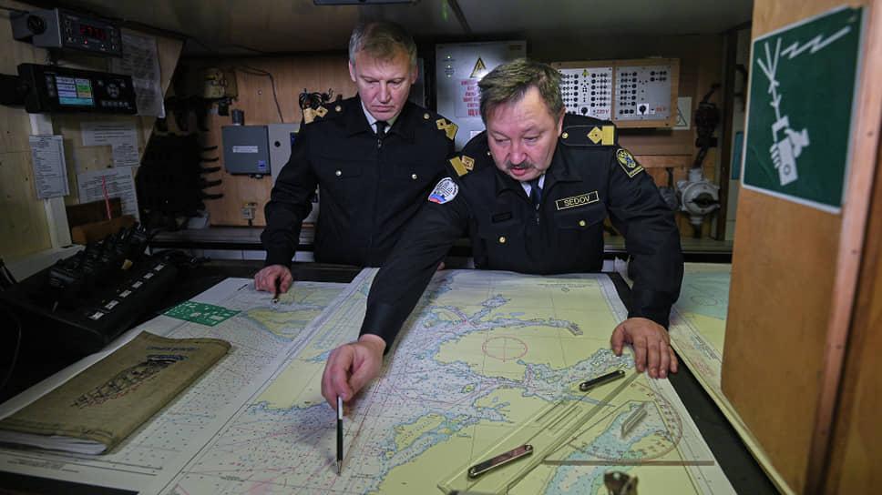 Михаил Новиков, капитан-наставник (слева), и Виктор Николин, капитан (справа). Оба не новички на Севморпути