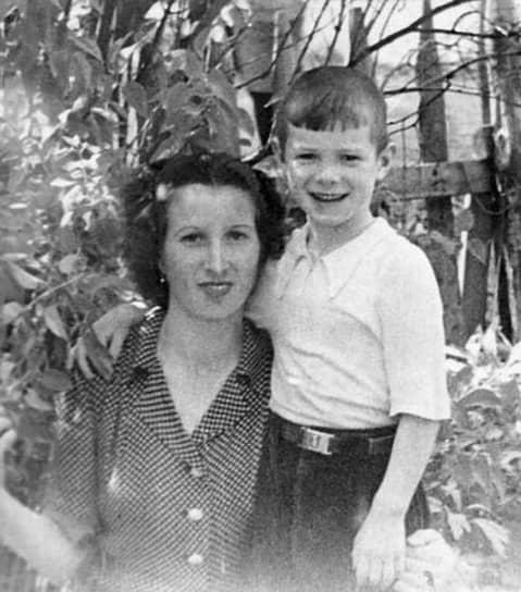 Валерий Харламов с мамой Арибе Орбад Хермане (Бегонита)