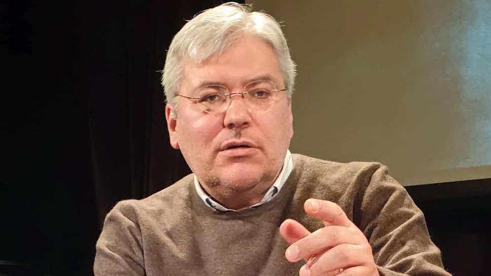 Евгений Водолазкин уверен, что писатель должен смотреть внутрь себя, а не по сторонам