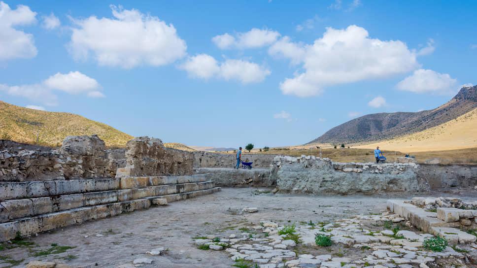 Это раскопки Тигранакерта, который нашел Гамлет Петросян. Археологи уже назвали находку «армянской Троей»